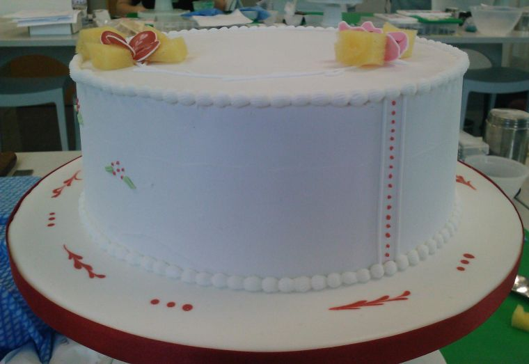 cake decorating course - royal iced cake side by ...