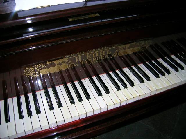 Piano II by ephedrina-stock
