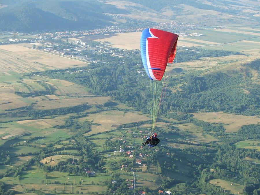 Zbor fara motor - Pagina 2 Paragliding_by_craciun