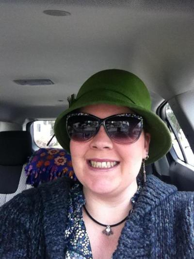 Jaunty Hat / DeviantID by pinknfuzzy4711