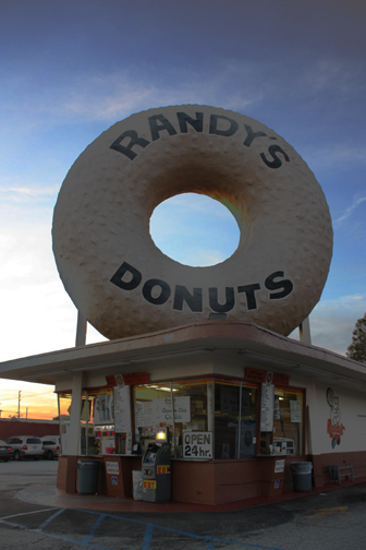 Randy's Donuts by pinknfuzzy4711