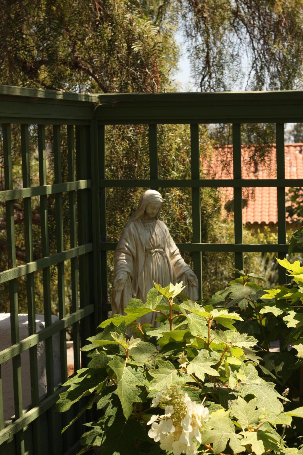 Bixby Ranch Gardens Statuary 4 by pinknfuzzy4711