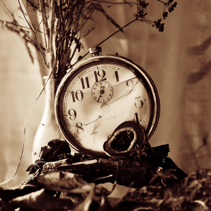 Broken clock wallpaper  Broken Clock by ifsantag on DeviantArt