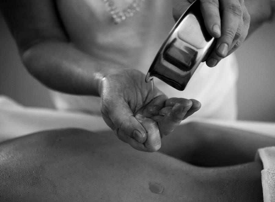 Warm Oil - Ayurvedic Massage by ifsantag