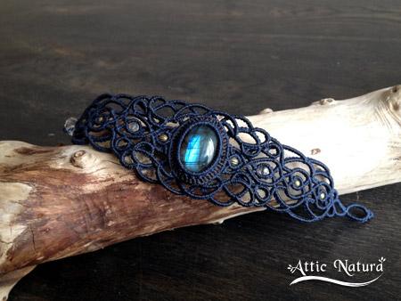 macrame bracelet with labradorite by Akihi