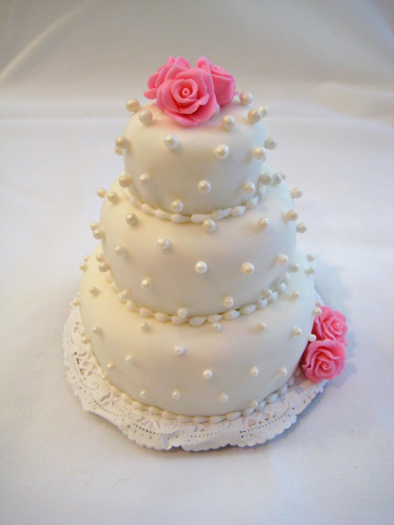 Mini Rose Cake by Kiilani