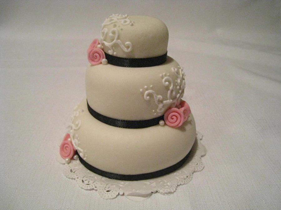 Mini White Cake by Kiilani