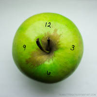 8/52 - Apple time by ScarletteDeath