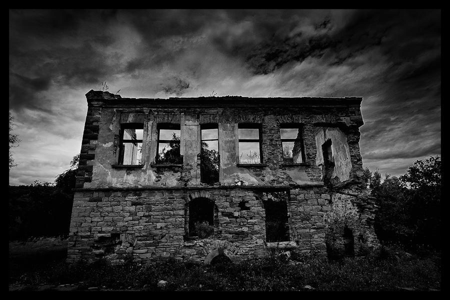 Forgotten home II by jhps