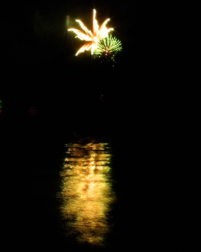Fireworks DL 5 by mintdawn
