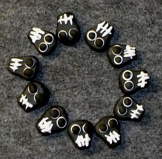 Black Skulls Polyclay by mintdawn