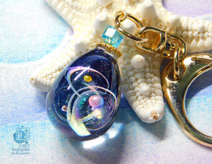 The cosmos in the small egg - Resin keychain