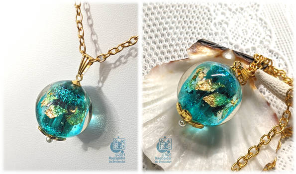 Blue and gold pendant