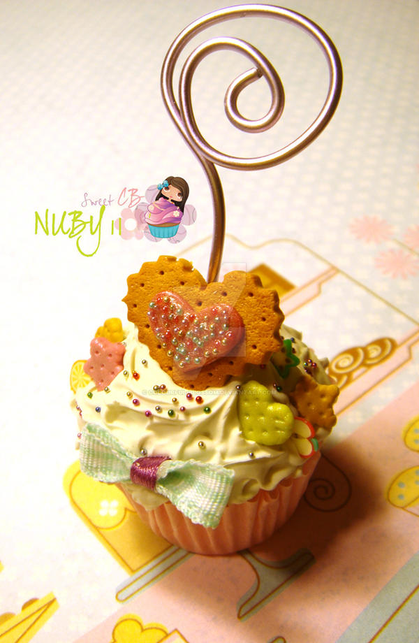 Cupcake Photo Holder by colourful-blossom