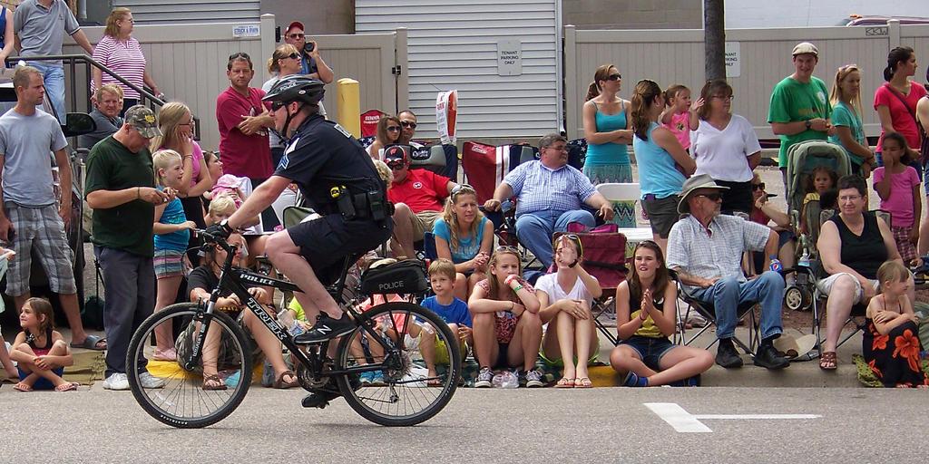 BikeCopatBigTopParadBarabooWI7/26/14 K16 ccw 154p4 by Crigger