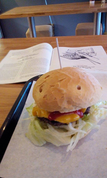 burger_by_j0rd4n_at_deviant-d8gnudb.jpg