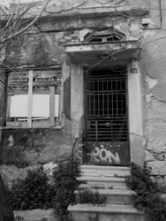 Abandoned House by AdaEtahCinatas