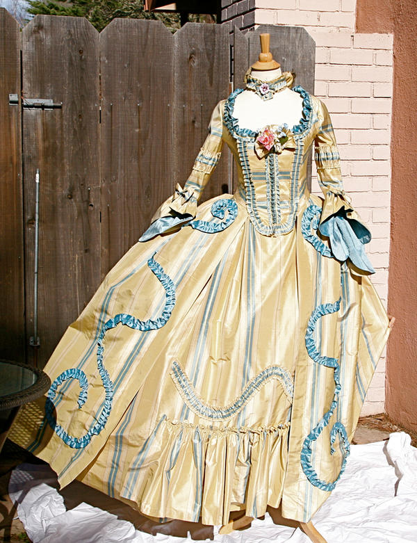 golden dress by AlAlNe