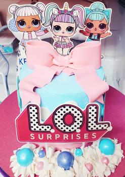 LOL Suprises cake
