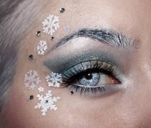 Snow Queen by aurelia87