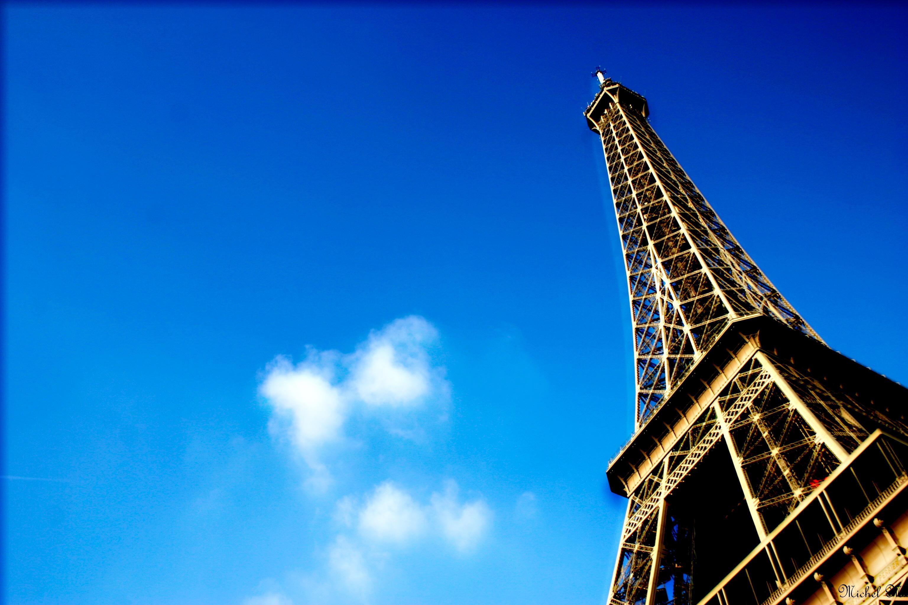 Eiffel Tower by Schuma
