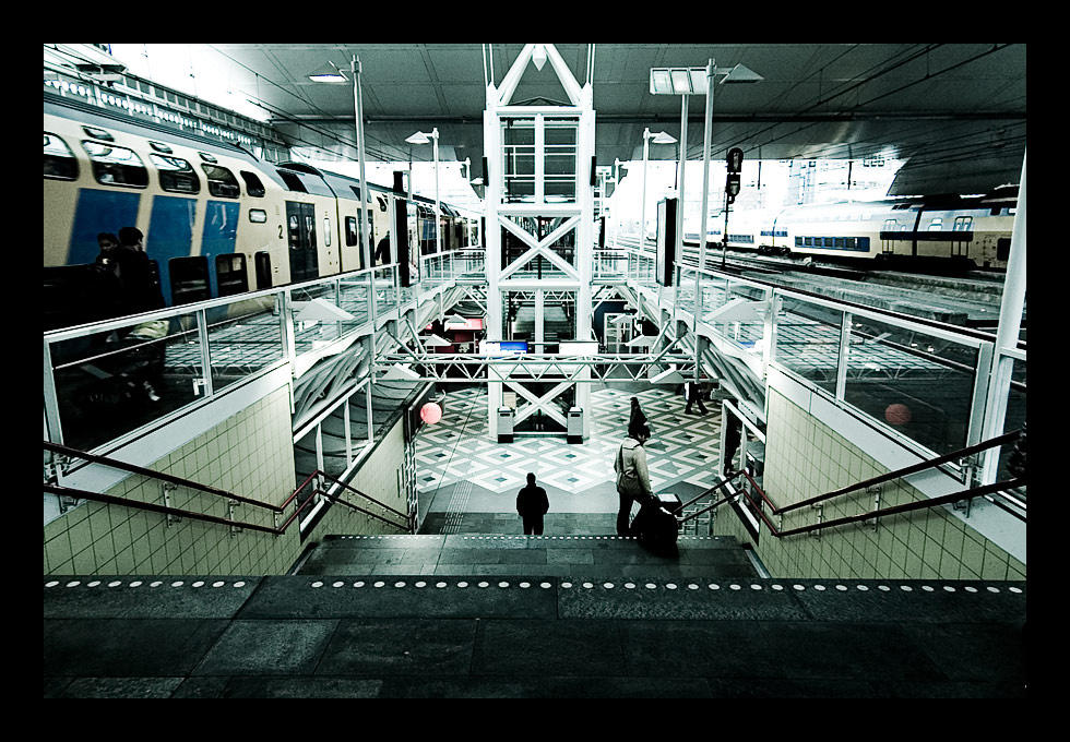 Leiden Central Station by xtuv