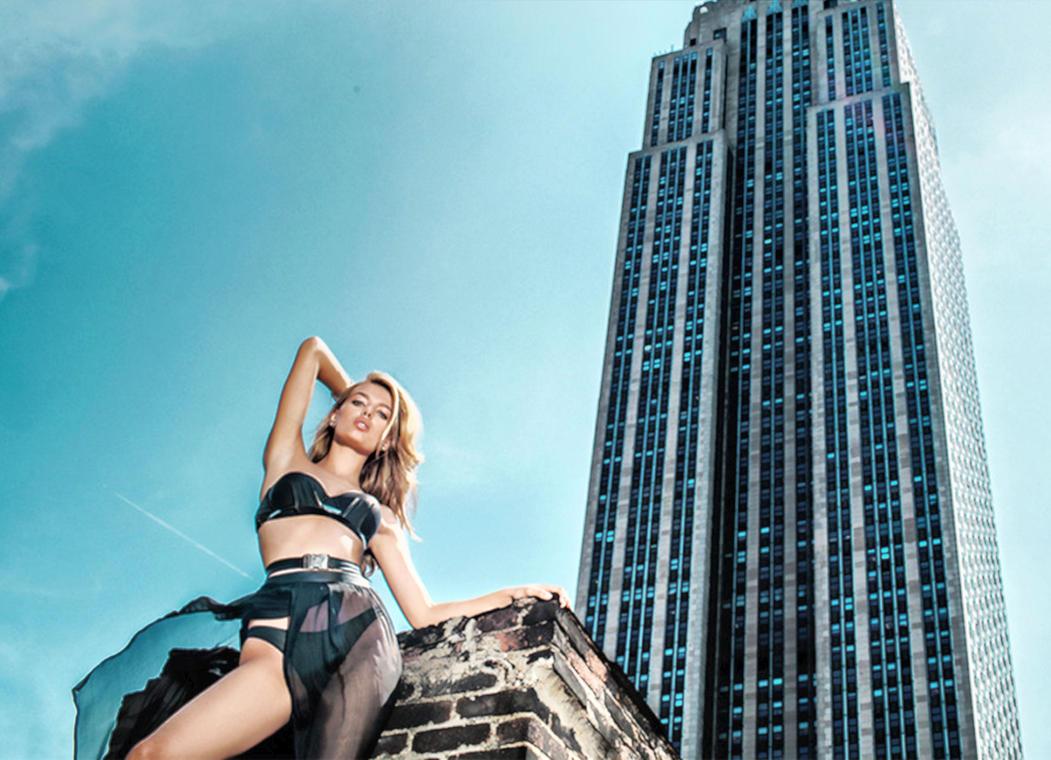 Manhattan Winds Under Bregje's Skirt by pcurto