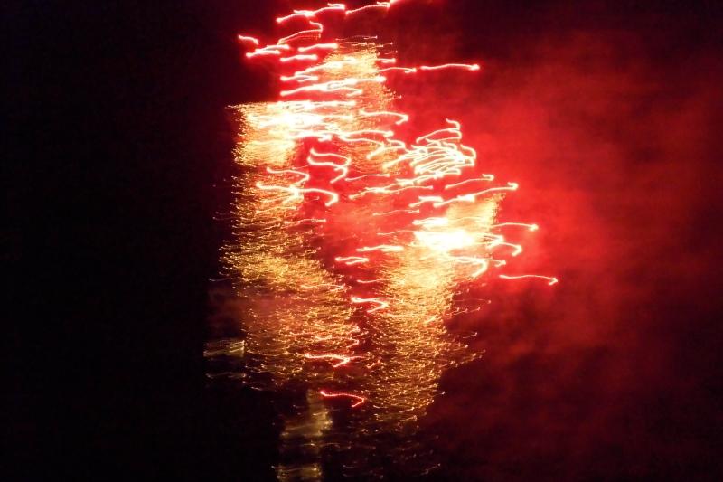 Fireworks by noizycat