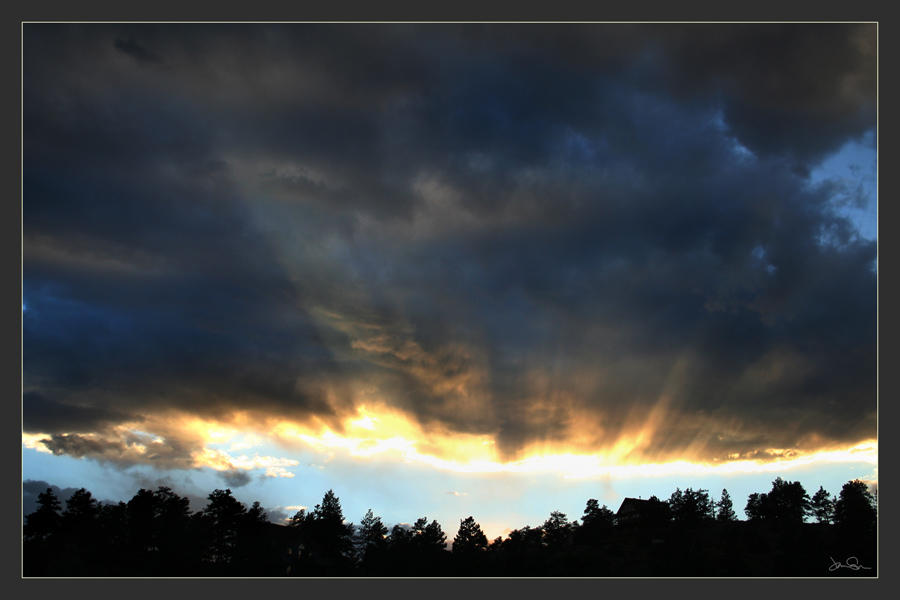 Last Rays by chromosphere