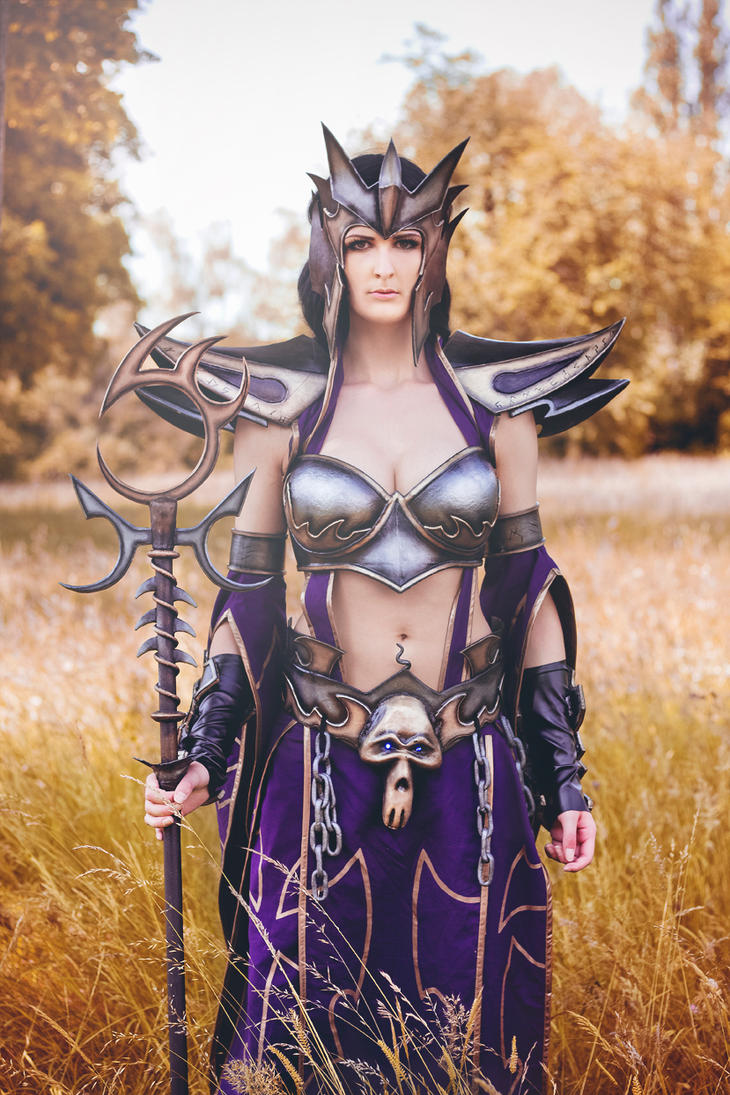 Dark Elf Sorceress by neeevi