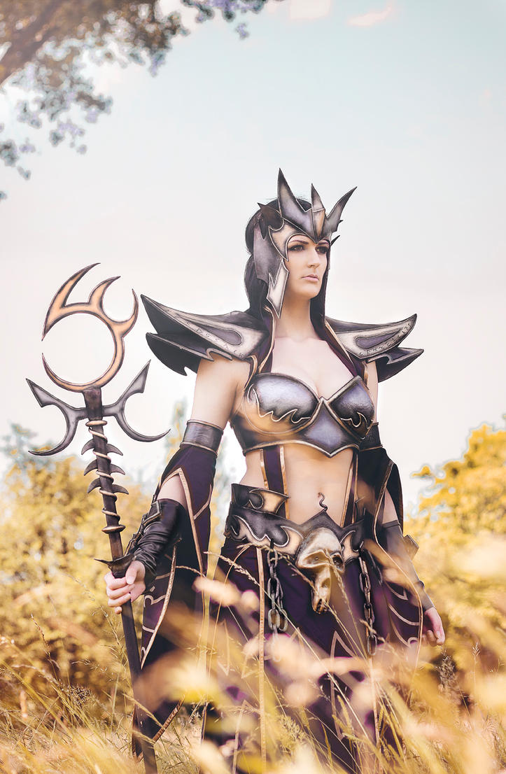 Dark Elf Sorceress II by neeevi