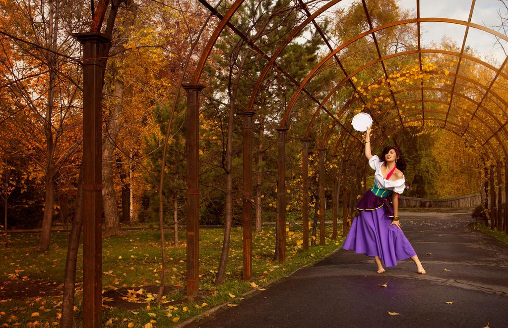 Dance la Esmeralda by Lust-ik