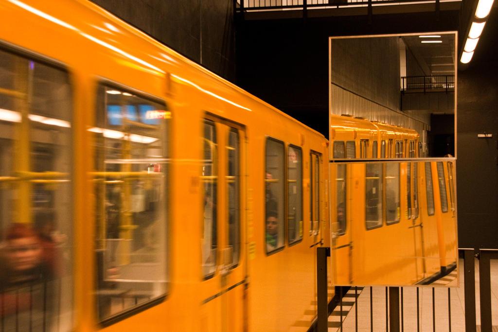U-Bahn Mirror by exosquelette