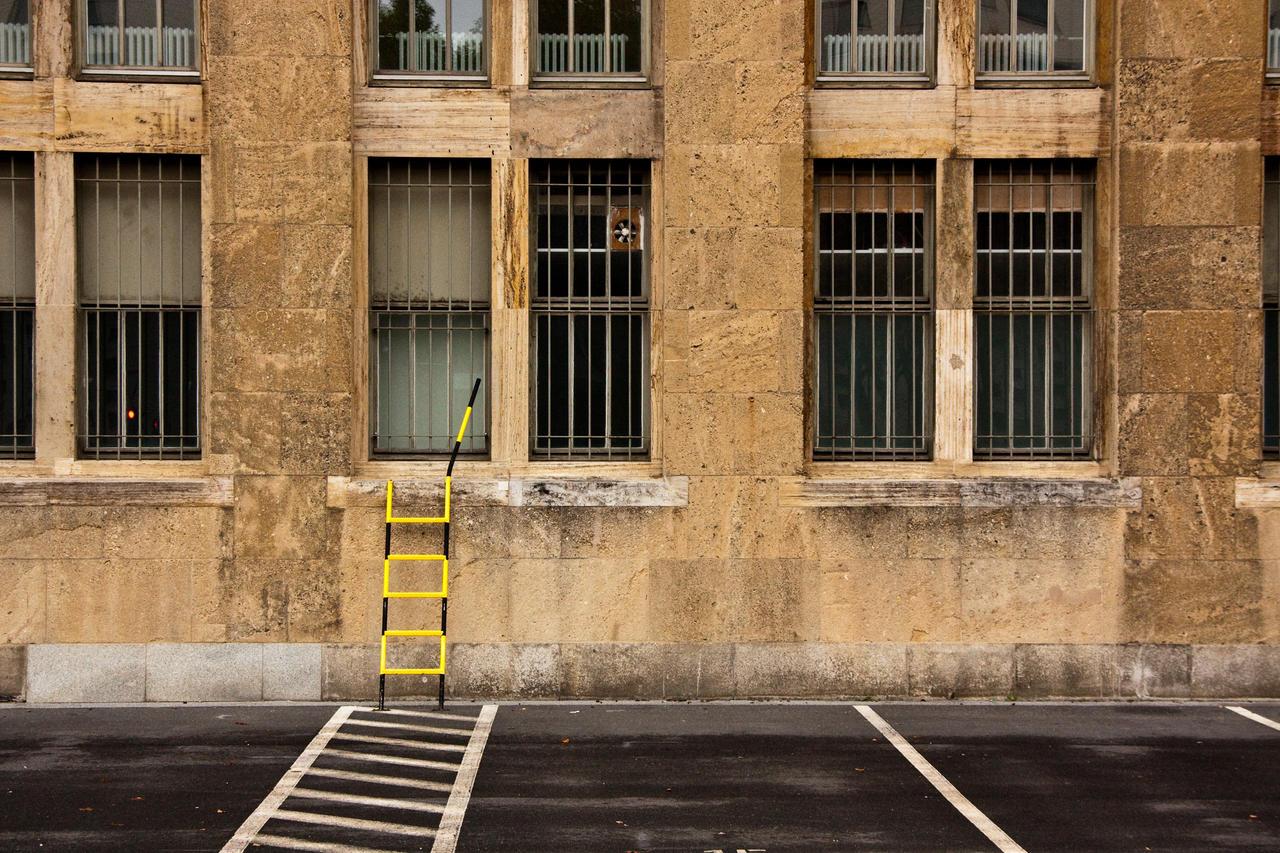 Tempelhof Ladder by exosquelette