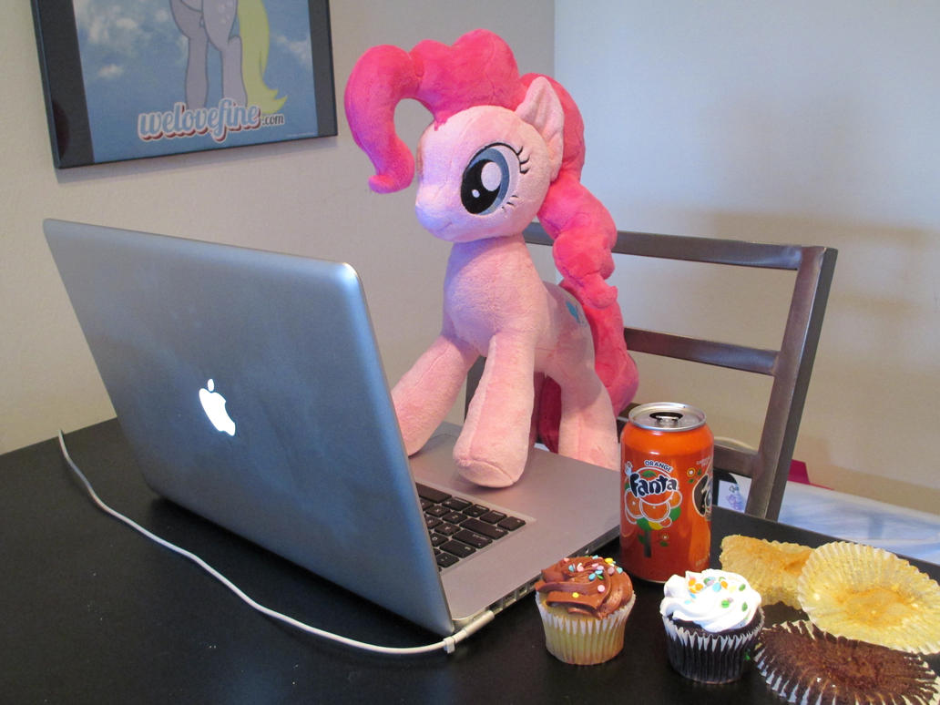 Pinkie now has internt by Template93