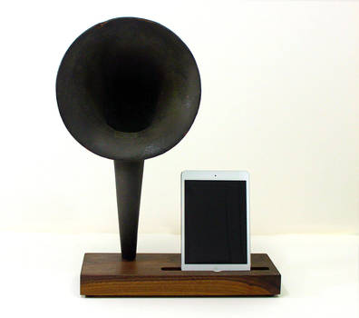 Horn-walnut-ipad
