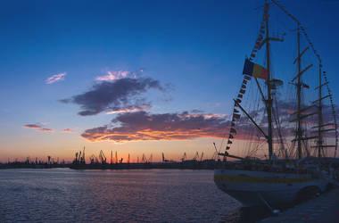 Varna harbour sunset by simbon4o