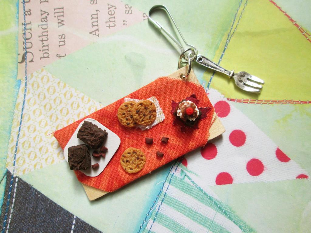 Cookie/brownie charm by DefineImagination