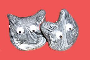 Kyoki the cat earrings by enairan