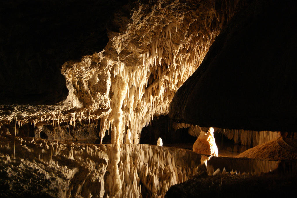 Stock:Water relection in caves