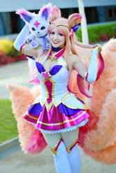 Star Guardian Ahri Cosplay - League of Legends by Kitsune-Raposa