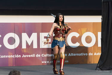 Wonder Woman performance by Andivicosplay