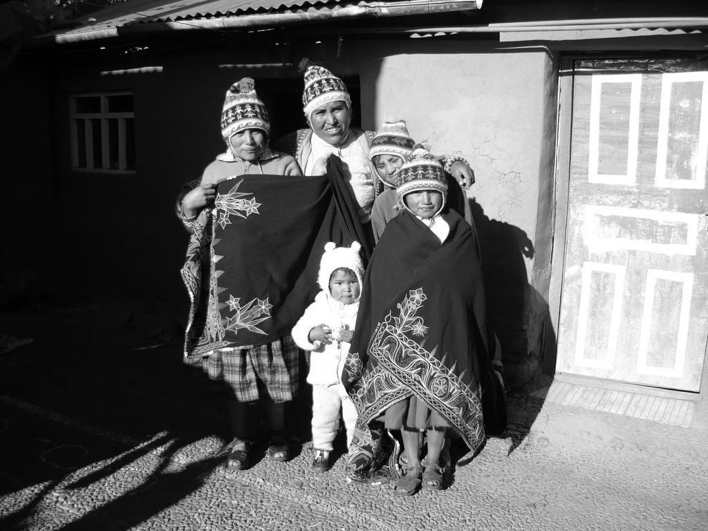 Familia de la isla de Amantani (Titicaca Peru) by h2j