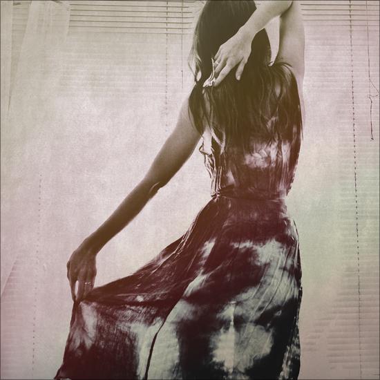 http://fc08.deviantart.net/fs71/f/2010/123/9/6/Iron_my_dress_by_CrazyMurdock1.jpg