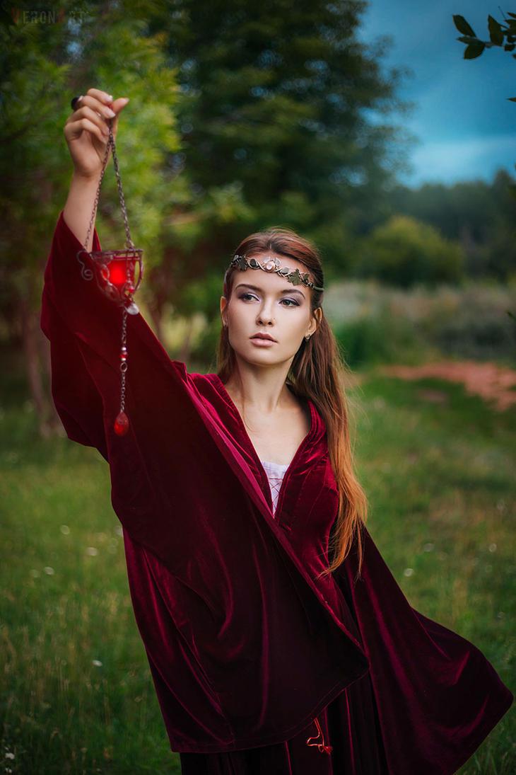 Red Elf by VeroNArt
