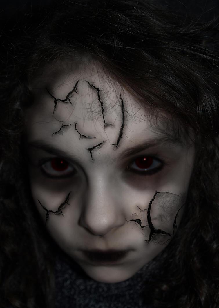 [!ON!] A COLINA DO SILÊNCIO [+18] Undead_girl_by_darkeblaze-d4bo7fh