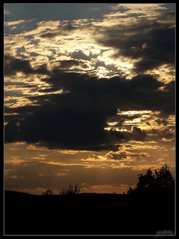Sunset... by Tindomiel-Heriroquen