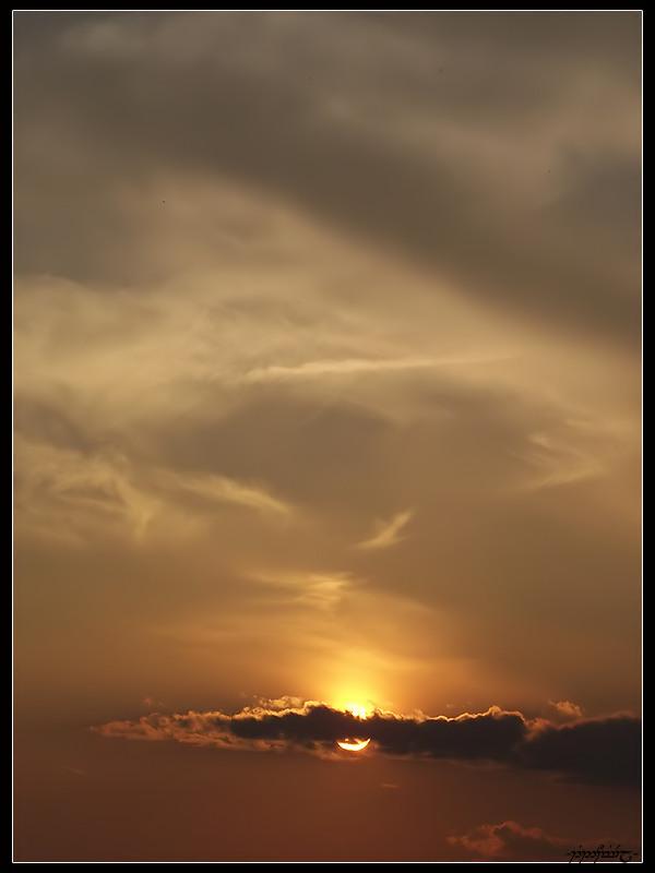 Behind the Cloud by Tindomiel-Heriroquen