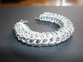 first chainmaille bracelet by slinkyskinked