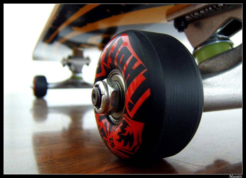 http://fc02.deviantart.com/fs16/f/2007/200/9/2/Skateboard_by_Siddha.jpg
